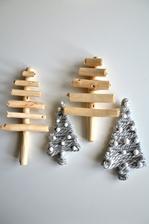 tady zase jen lepené klacíky tavnou pistolí a pak polepený papír vlnou, připraveno na vánoční truhlíky či věnce