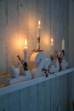 třetí hoří, musím si obarvit nové svíčky už midošly a to jsem jich měla 20 :-) jsem hrozný piroman