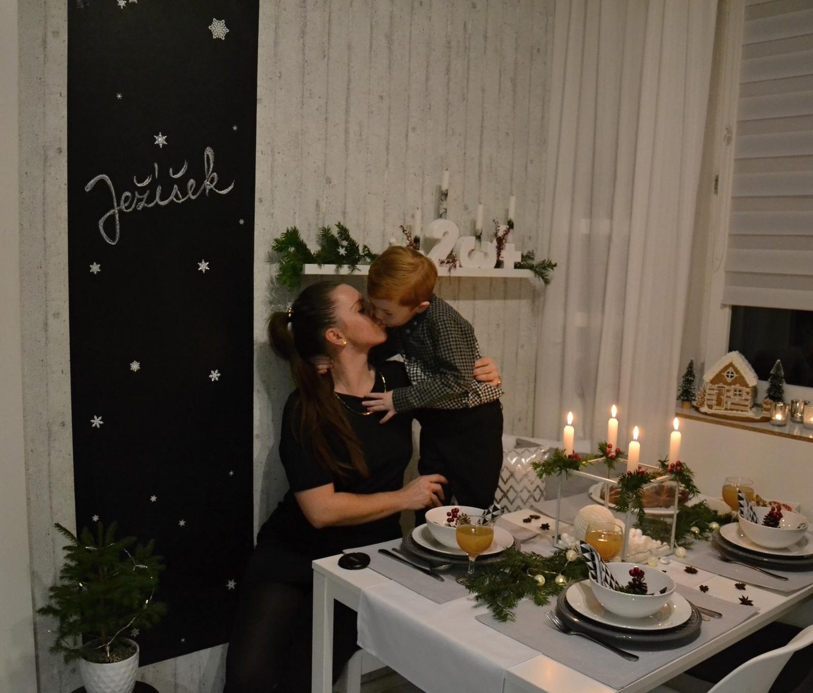 U nás doma v paneláku II. - pusa s mamkou