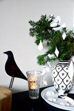ručně malovaná DIY váza se letos opět hodila....