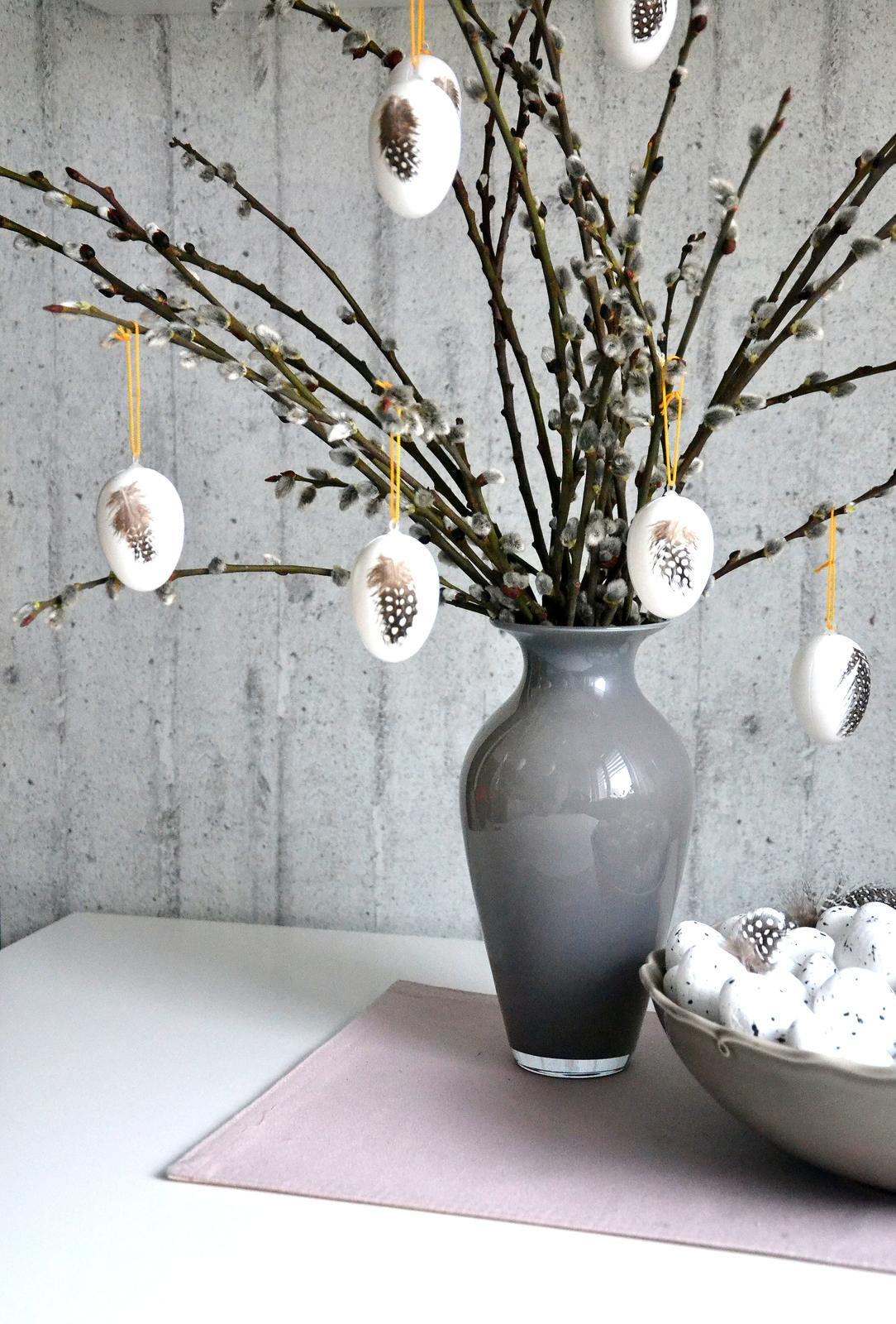 U nás doma v paneláku II. - Konečně jsem letos sehnala bílá vejce, nemohla jsem na ně nějak natrefit, polepeno pírky perličky