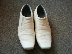 Boty k bílému obleku mého budoucího mažílka