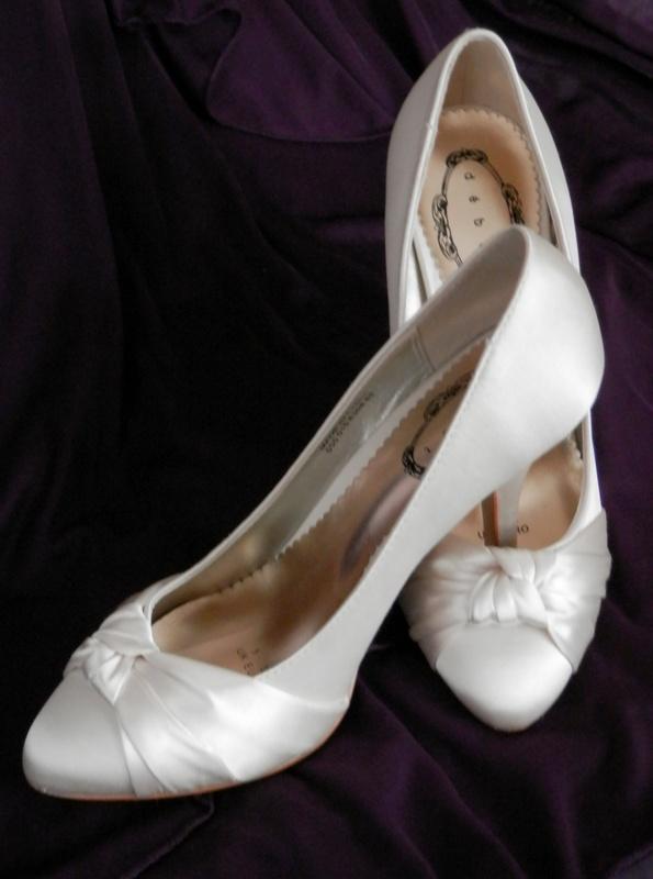 Svatební boty, bižuterie, závoje - Obrázek č. 2