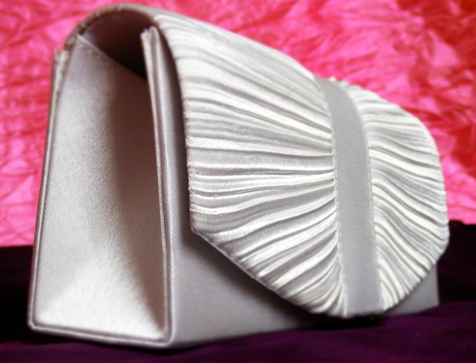 Saténová kabelka č.7 - Obrázek č. 1