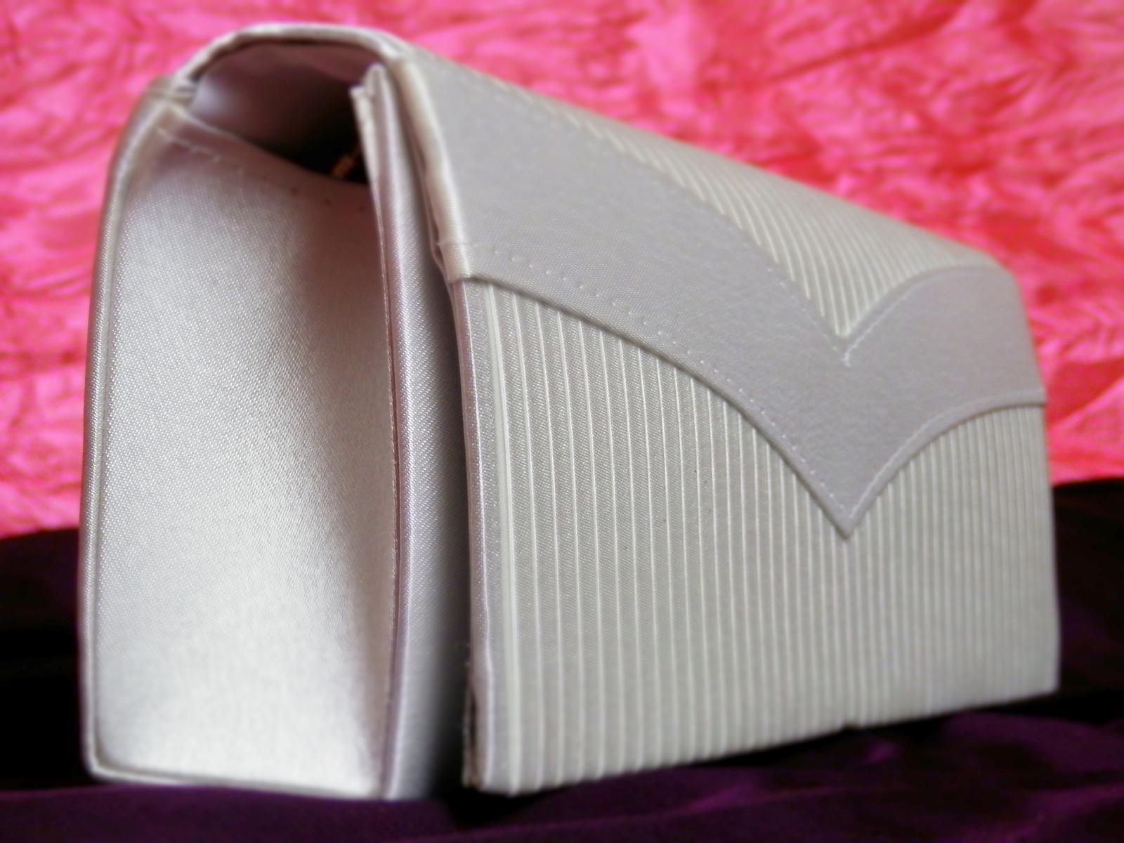 Saténová kabelka č.8 - Obrázek č. 1