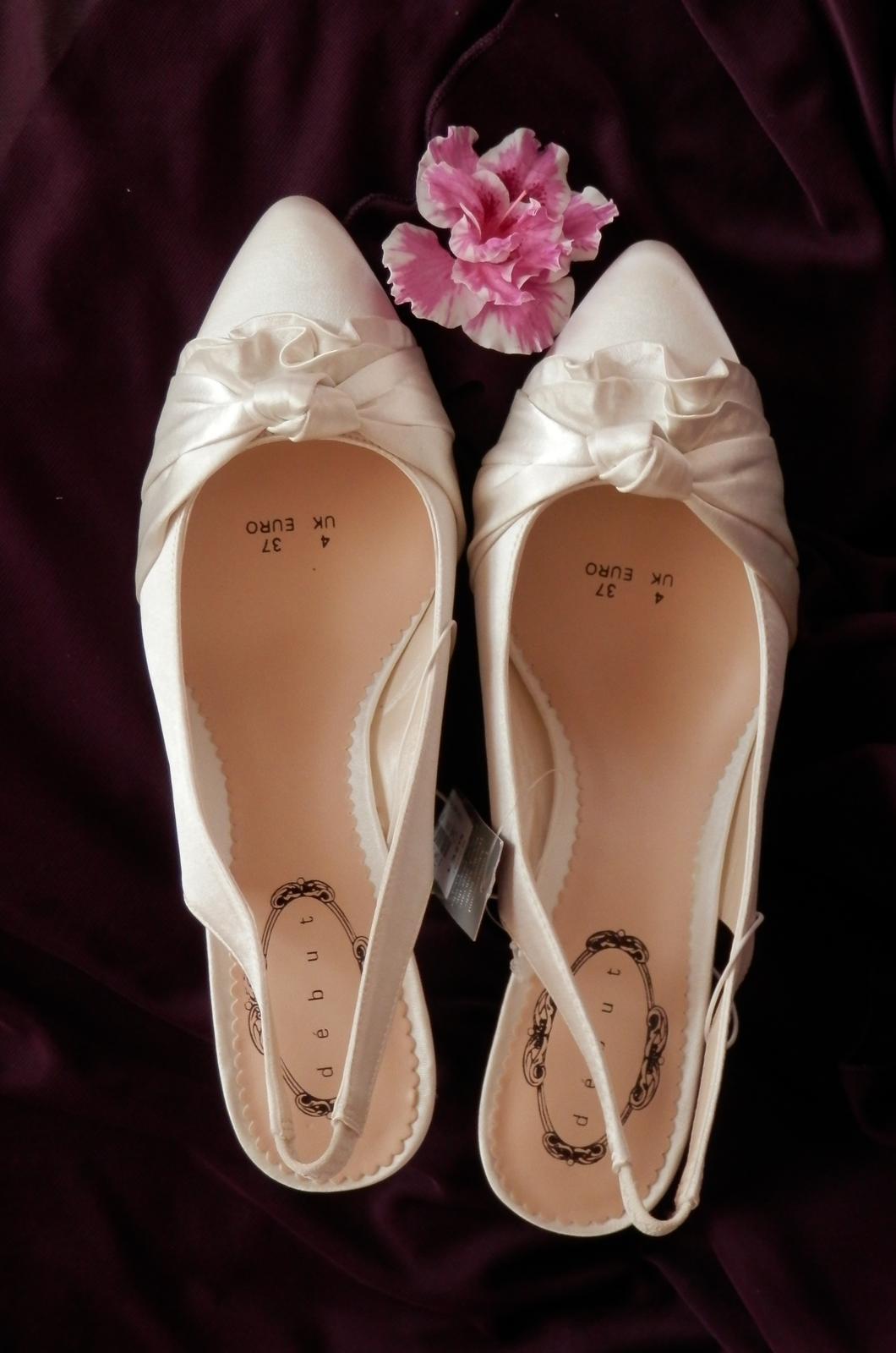 Svatební střevíčky na nízkém podpatku - doprodej - Obrázek č. 2