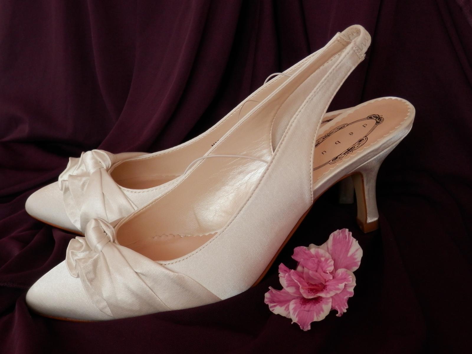 Svatební střevíčky na nízkém podpatku - doprodej - Obrázek č. 1