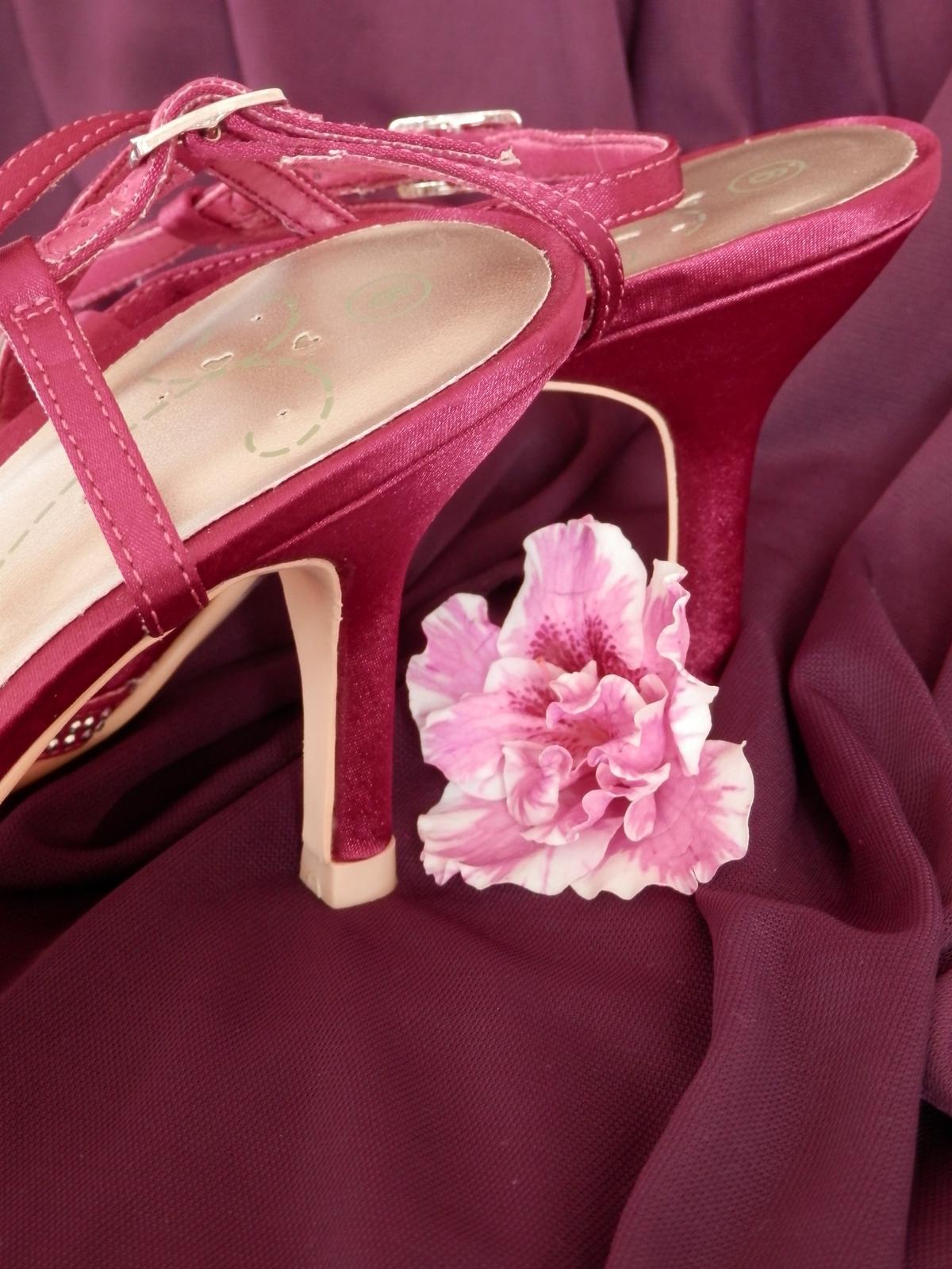Fuchsiové sandály - doprodej - Obrázek č. 2