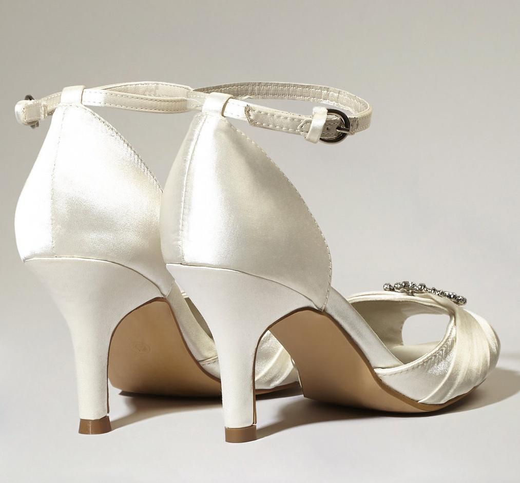 Svatební botičky s broží vel.40 - Obrázek č. 2