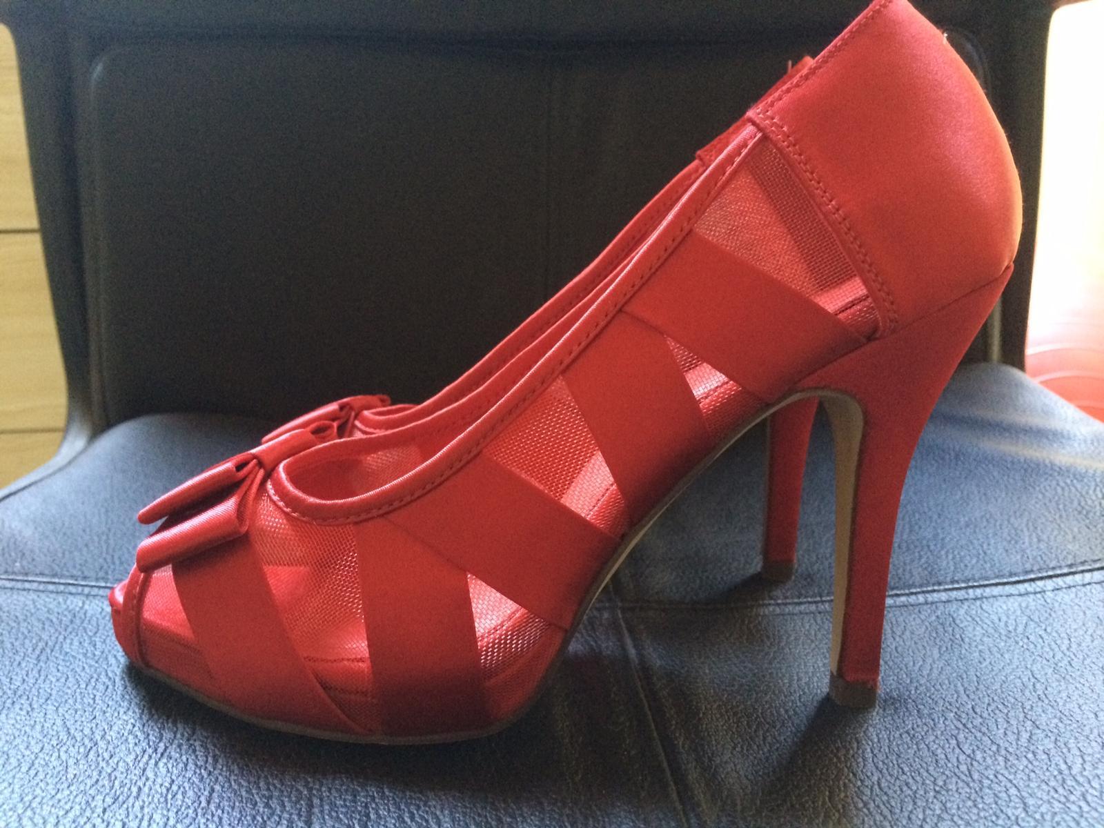 červené nenosené topánky s otvorenou špičkou - Obrázok č. 2