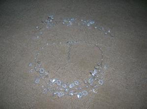 náhrdelník a ozdůbka do vlasů z Brna