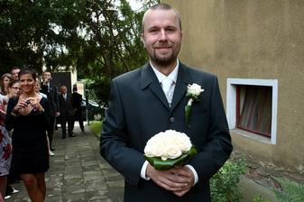 dlouhé čekání na nevěstu