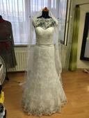 Ručne šité krajkové svadobné šaty, 36