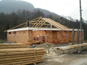 12 - stavanie krovu 4.12.2009