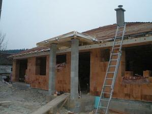 14 - stavanie krovu 17.12.2009