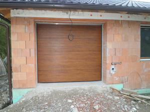 47 - garážová brána :)  júl 2010