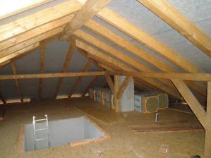 48 - podkrovie - otvor pre budúce schodisko august 2010