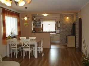 bývame - apríl 2011 - pohľad z obývačky do kuchyne