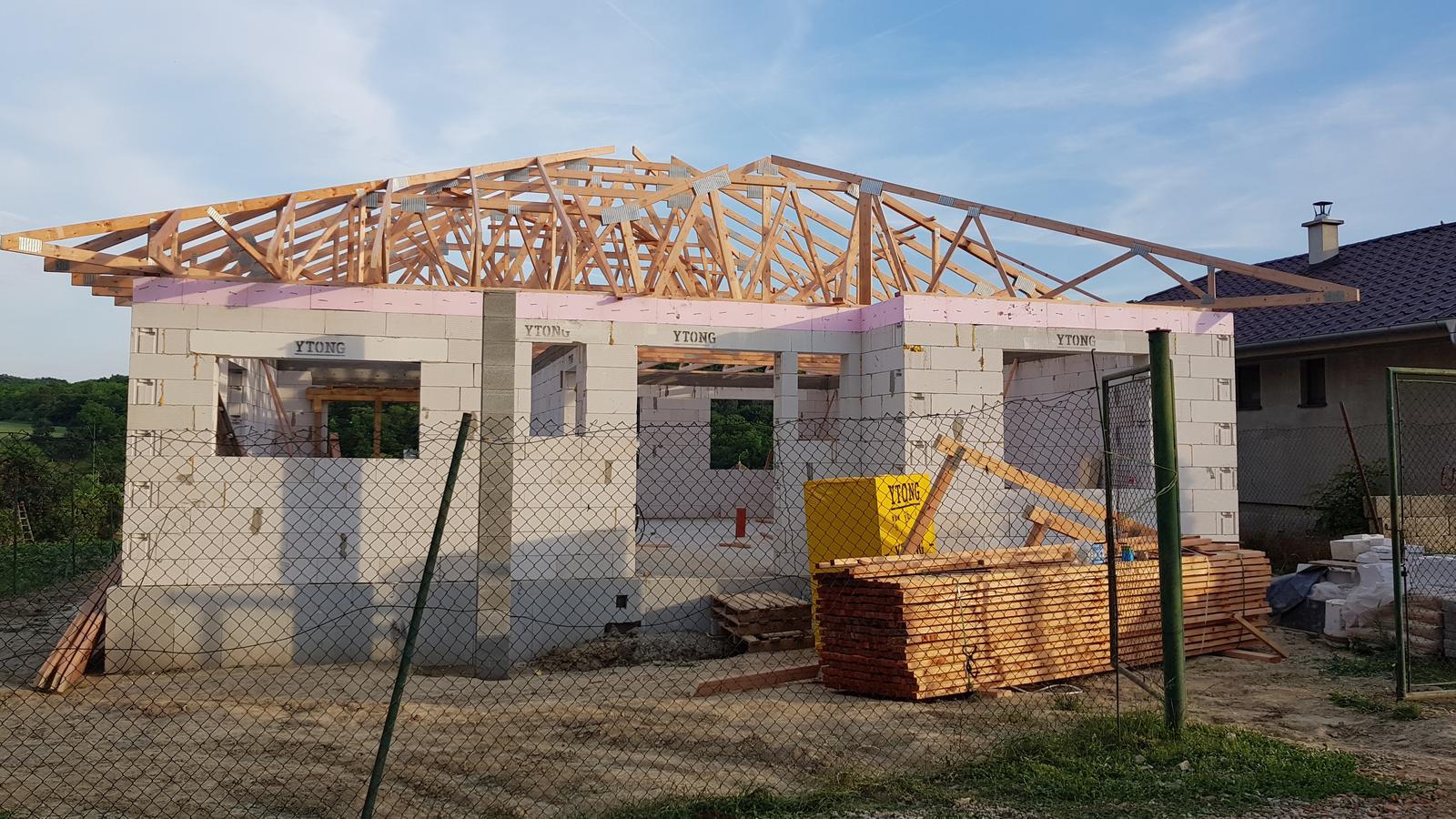 """Ten Náš ♧ projekt """"TOP""""♧ - 3/4 prvej fazy strechy hotova, este prekryju vpredu zavetrie a vzadu terasu"""