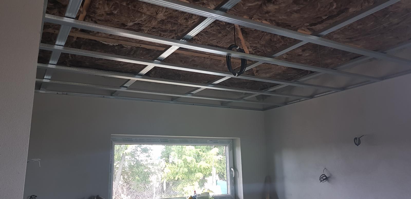 """Ten Náš ♧ projekt """"TOP""""♧ - To je radost,ked sa da subezne robit viacero veci na dome (zateplujeme a vnutri sa izoluje strop a zachvilku bude sadrokarton)"""
