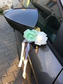 Svatební dekorace s růžičkami na zrcátka/kliky aut,