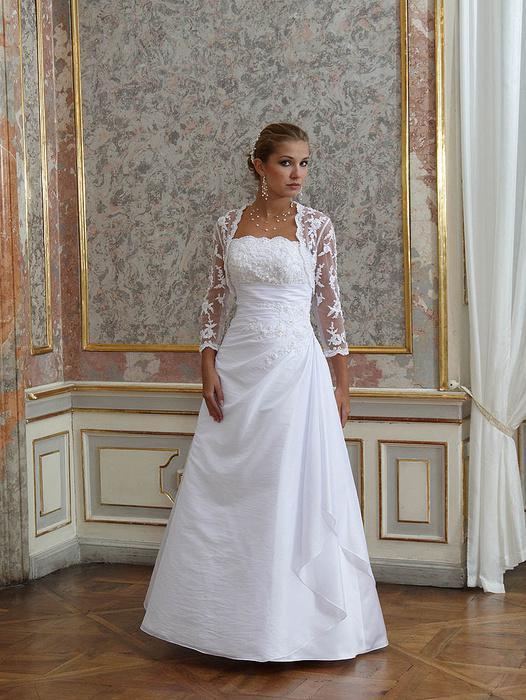Plus size bride :o) - romantica - prý se hodí pro silnější nevěsty