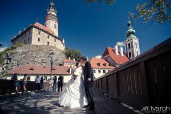 tohle místo jsme si vybrali ještě před svatbou, že tam chceme fotku s věží :-)