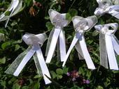 Bílo-ivory vývazky s kytičkou,