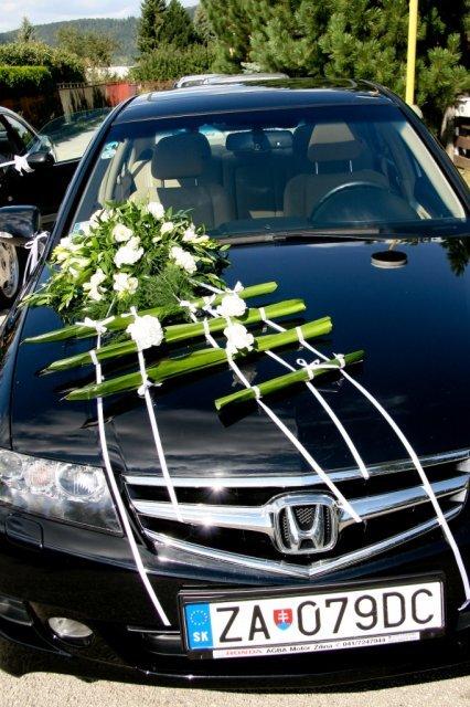 Moje prípravy - takúto výzdobu auta chcem, ale s kalami a tulipánmi