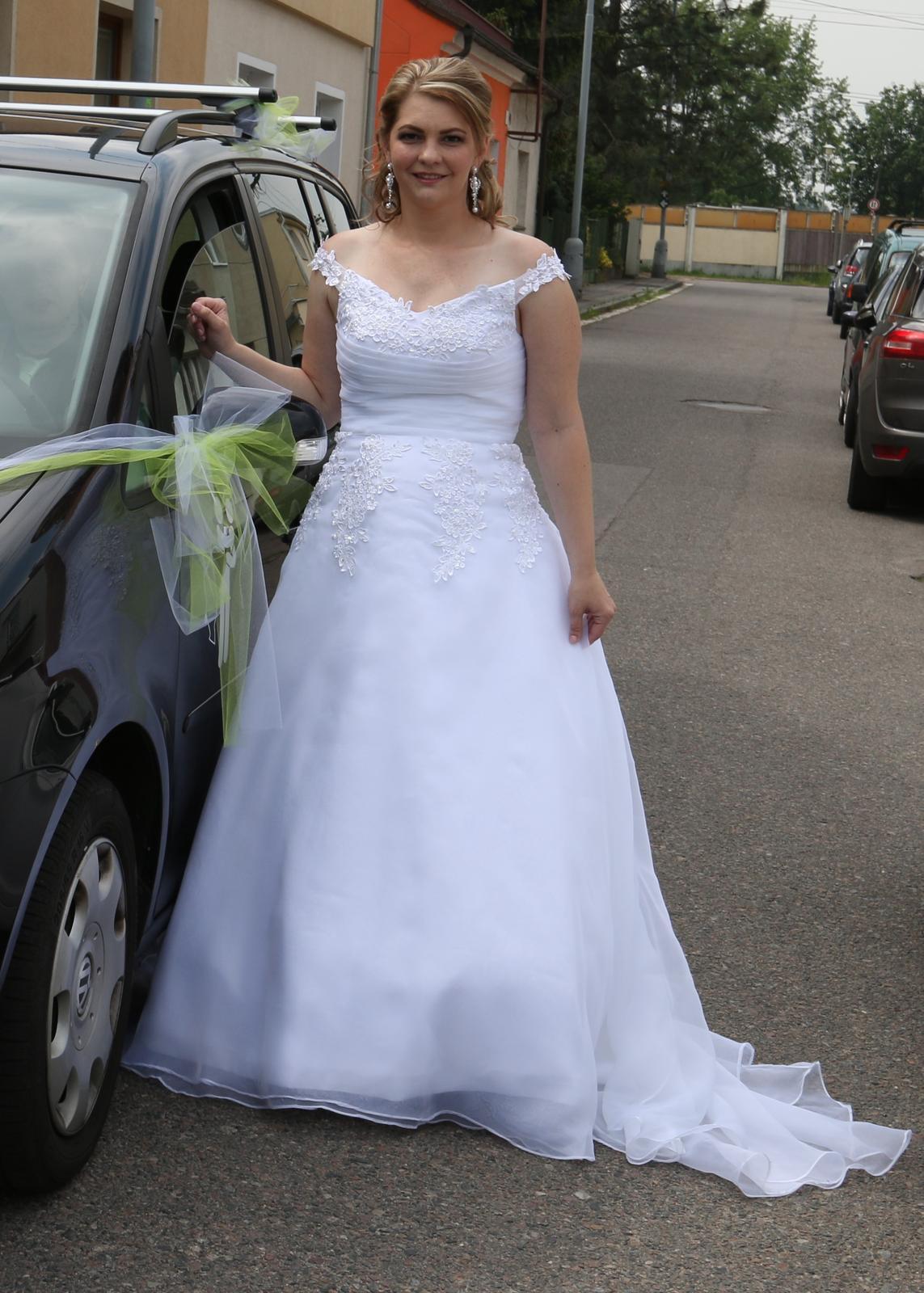 Svatební šaty se spadlými rameny - Obrázek č. 1