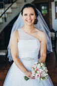 Tylové svatební šaty na jedno rameno, 38