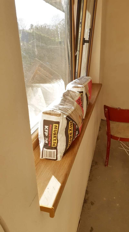 Pomalu ale snad jiste :) - ta barva oken a parapetu.. jak ja jsem z nich nadsena :)