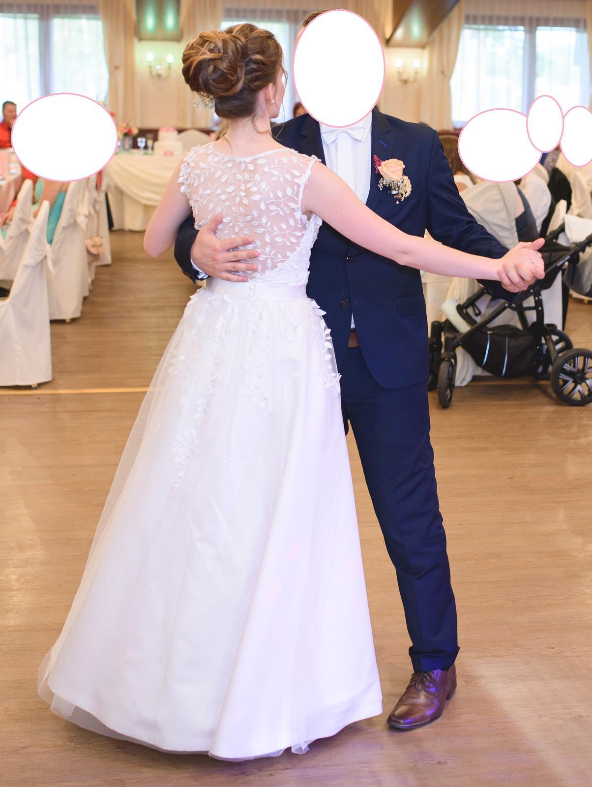 Čipkované svadobné šaty - Obrázok č. 3
