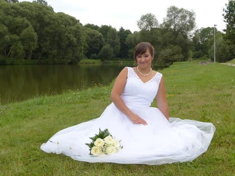 svatební šaty . 38 - 40 - Obrázek č. 1
