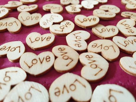 Dřevěná srdíčka LOVE - Obrázek č. 1