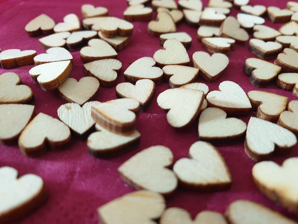 Dřevěná srdíčka 100ks - Obrázek č. 1
