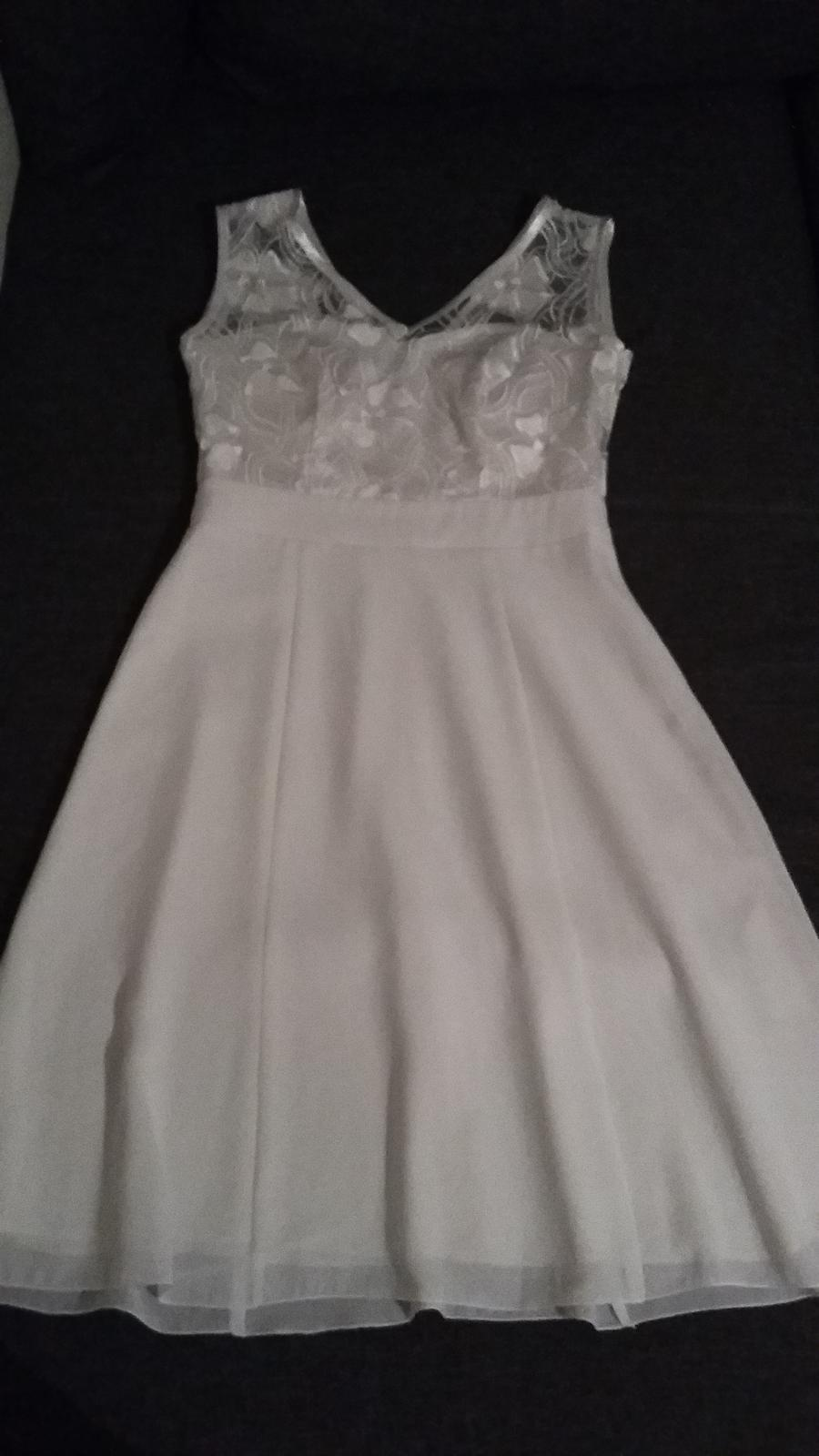 Bílé krátké šaty  - Obrázek č. 1
