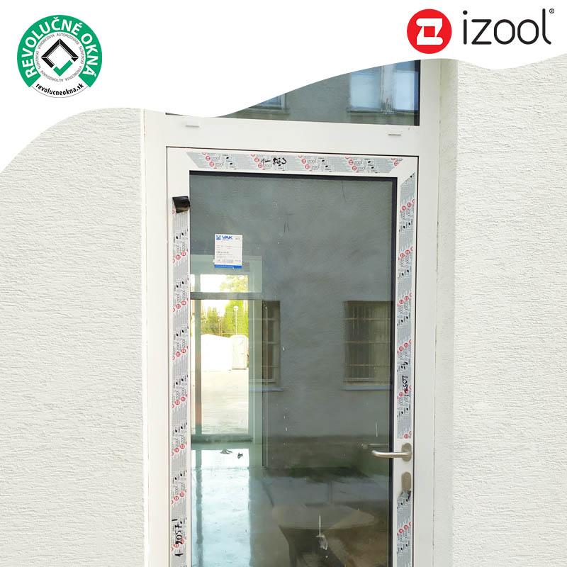 Okná, dvere a zimné záhrady izool® - Vchodové dvere izool 75 na Gymnáziu Andreja Vrábla v Leviciach