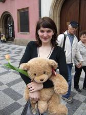 sestra Zuzka s medvědem