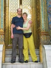 Jeli jsme druhý den na svatební cestu do Thajska. Jenom s letenkama a knižním průvodcem Lonely Planet. Stejně jako svatba to nemělo chybu. A po 14 dnech jsme se vrátili ve zdraví a pořád šťastní.