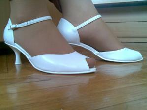 A na nohách topánočky :))