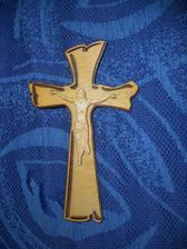 Krížik, chceli sme iný, krajší, lenže náš pán farár hocijaké krížiky neuznáva...