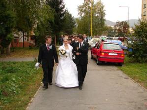Cesta do kostola.