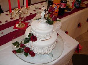 torta so živými ružami