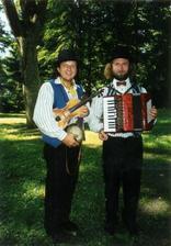 K tanci a poslechu bude hrát Švejk-Duo.