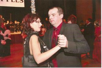 Únor 2010 - Ženich s nevěstou trénují společenský tanec.