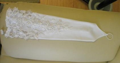 ...A nevěsta konečně sehnala hezké rukavičky.