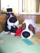 Maminka nevěsty vytvořila hlavní ozdobu svatebního stolu.