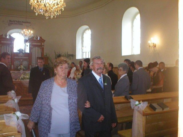 Zuzana Žilíková{{_AND_}}Milan Németh - Milanovi rodičia v kostolíku v Milhostove