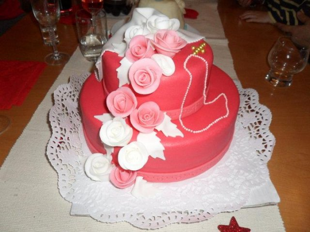 Svadba 28. August 2010 - takuto kraaasnu torticku upiekla nasa teta cukrarka na prijmanie :-)